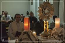 Hamvazószerdával az Egyház életében új időszak kezdődik: a nagyböjt. A negyvennapos böjt az, amellyel a keresztények húsvétra, Jézus feltámadásának ünnepére készülnek. A nagyböjt liturgikus színe a lila, amely a bűnbánatot jelképezi. Ugyancsak a bűnbánat jeleként marad el nagyböjt idején a szentmiséken az alleluja, amely a liturgiában az öröm legközvetlenebb kifejeződése. A templomot ebben az időszakban nem díszíti virág. A vallásos gyakorlat középpontjában ebben az időszakban a bűnbánat, a megtisztulás, az
